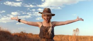 ゲイ・アイコンのカイリー・ミノーグが豪観光PRビデオ「Matesong」に出演
